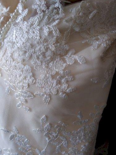 sexy and elegant wedding dress