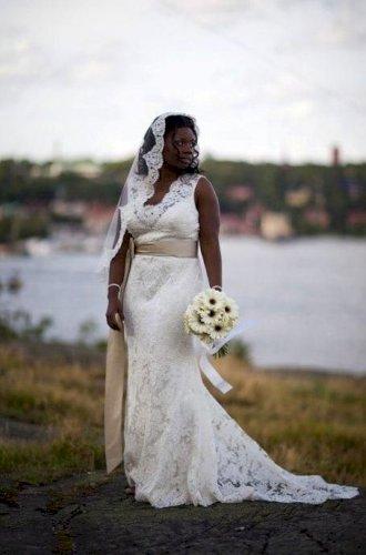 Ivory Jim Hjelm style 8663 Wedding Dress with Belt Size 16
